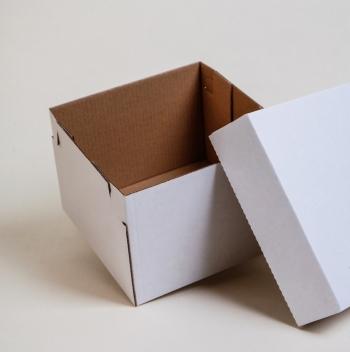 Kis méretű fedeles doboz 14x14x10 cm
