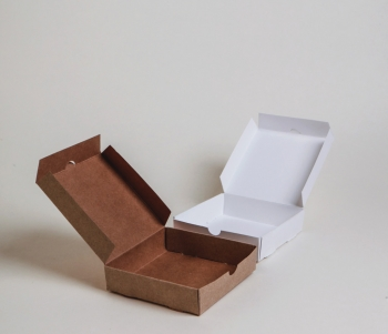 Közepes nyitható doboz 15,5 x 16,5 x 4 cm